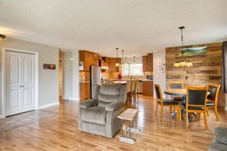 Photo 5: 131 Queensland Circle SE in Calgary: Queensland Detached for sale : MLS®# A1148253