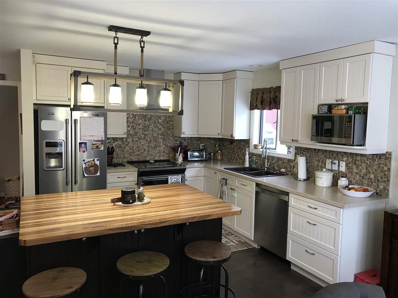 Photo 3: Photos: 10516 113 Avenue in Fort St. John: Fort St. John - City NW House for sale (Fort St. John (Zone 60))  : MLS®# R2535649