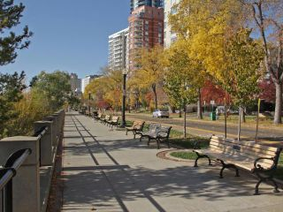 Photo 4: Oliver in Edmonton: Zone 12 Condo for sale : MLS®# E4009737