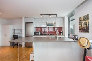 """Photo 7: 2001 108 W CORDOVA Street in Vancouver: Downtown VW Condo for sale in """"Woodwards W32"""" (Vancouver West)  : MLS®# R2465533"""