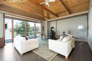 Photo 17: 51 SPRING BAY Road in No City Value: Out of Town House for sale : MLS®# R2492197