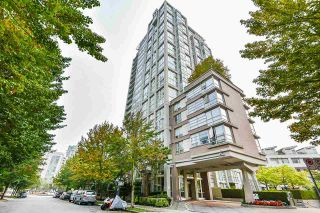 """Photo 2: 1902 1228 MARINASIDE Crescent in Vancouver: Yaletown Condo for sale in """"Crestmark II"""" (Vancouver West)  : MLS®# R2582919"""