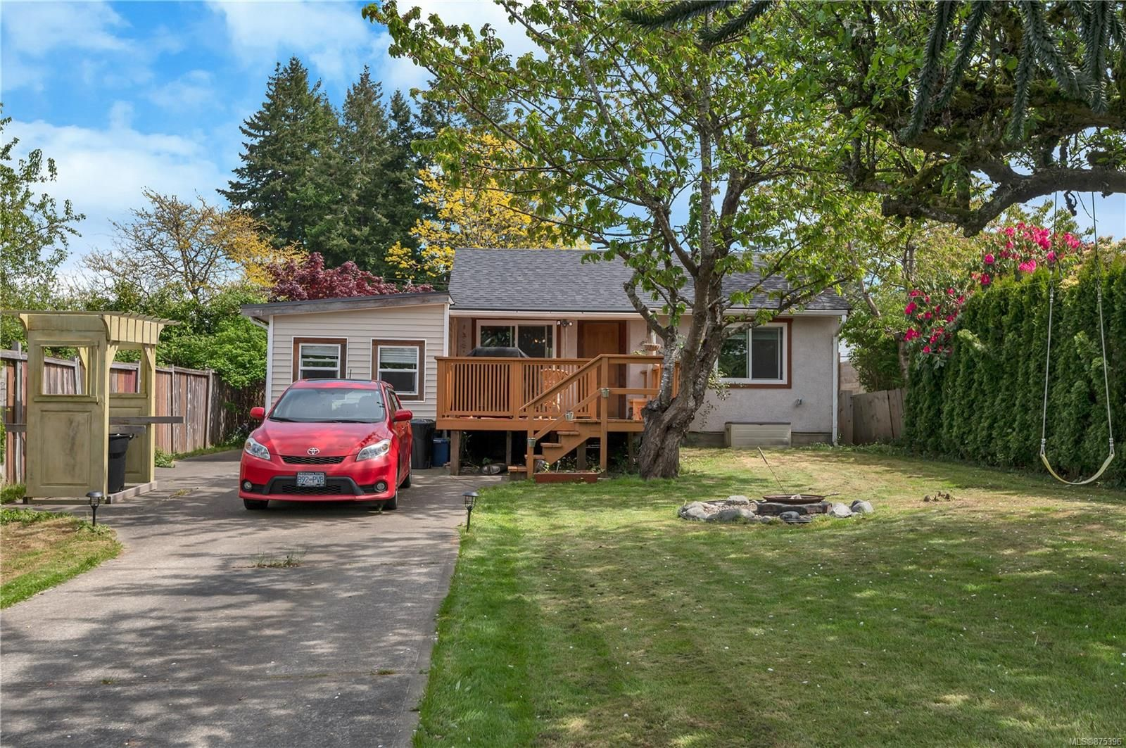 Main Photo: 961 Fir St in : CR Campbell River Central House for sale (Campbell River)  : MLS®# 875396