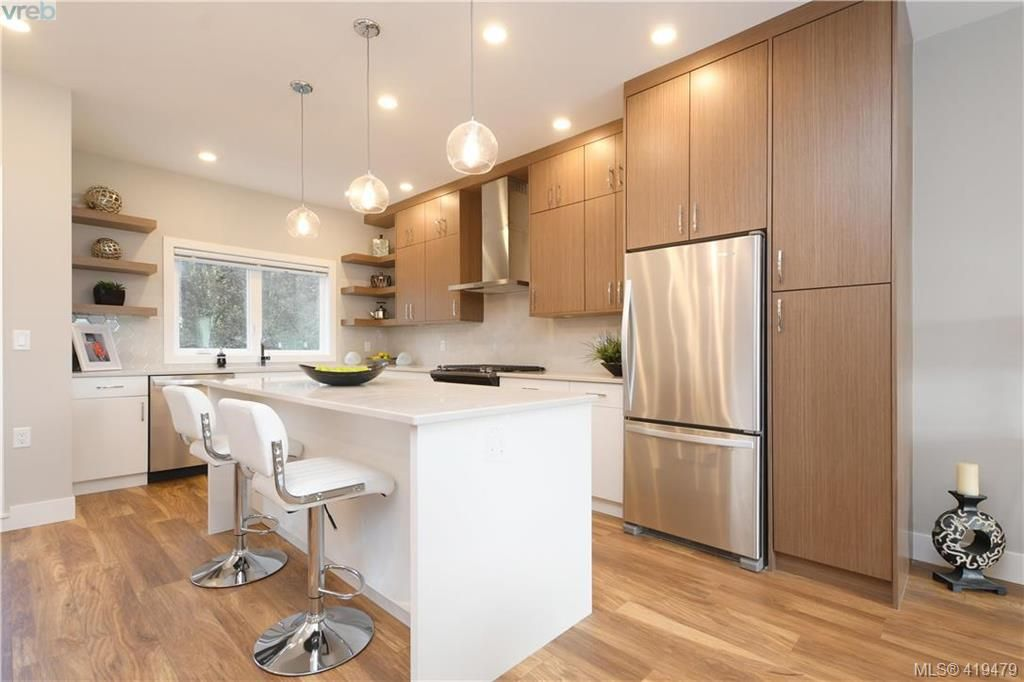 Main Photo: 11 4355 Viewmont Ave in VICTORIA: SW Royal Oak Row/Townhouse for sale (Saanich West)  : MLS®# 830246