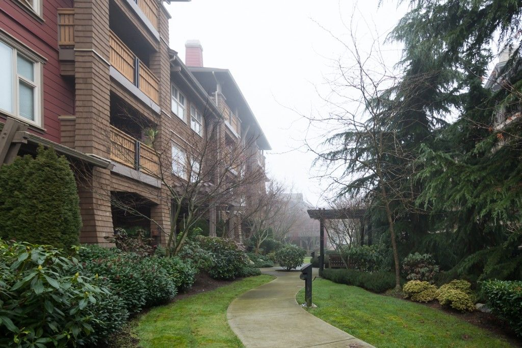 """Main Photo: 110 675 PARK Crescent in New Westminster: GlenBrooke North Condo for sale in """"THE WINCHESTER"""" : MLS®# V1059344"""