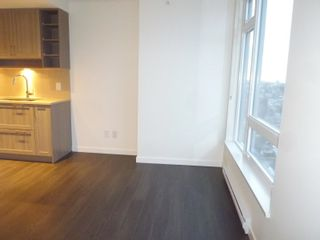 """Photo 10: 1803 5665 BOUNDARY Road in Vancouver: Collingwood VE Condo for sale in """"Wall Centre"""" (Vancouver East)  : MLS®# R2625088"""
