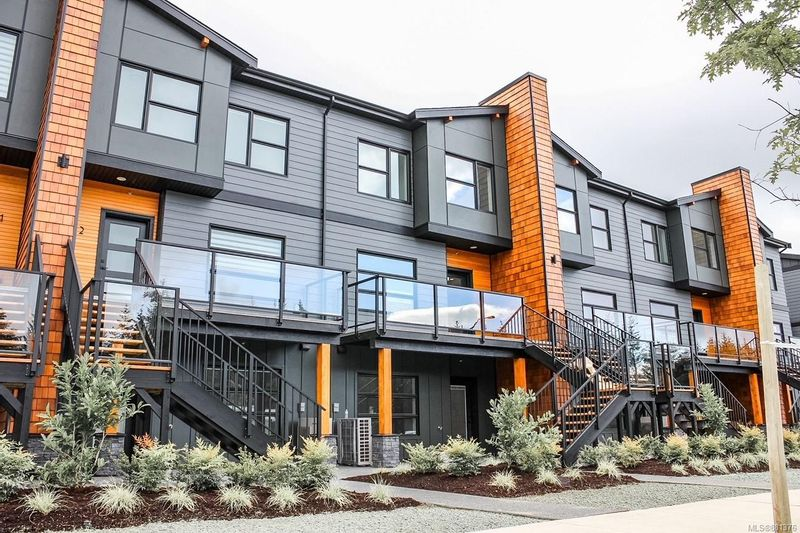 FEATURED LISTING: 10 - 3016 Alder St South Campbell River