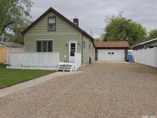 Photo 1: 805 George Street in Estevan: Hillside Residential for sale : MLS®# SK834105