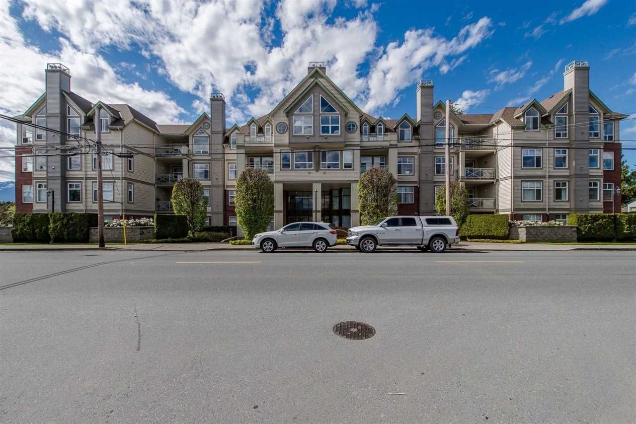 """Main Photo: 201 45700 WELLINGTON Avenue in Chilliwack: Chilliwack W Young-Well Condo for sale in """"The Devonshire"""" : MLS®# R2386730"""