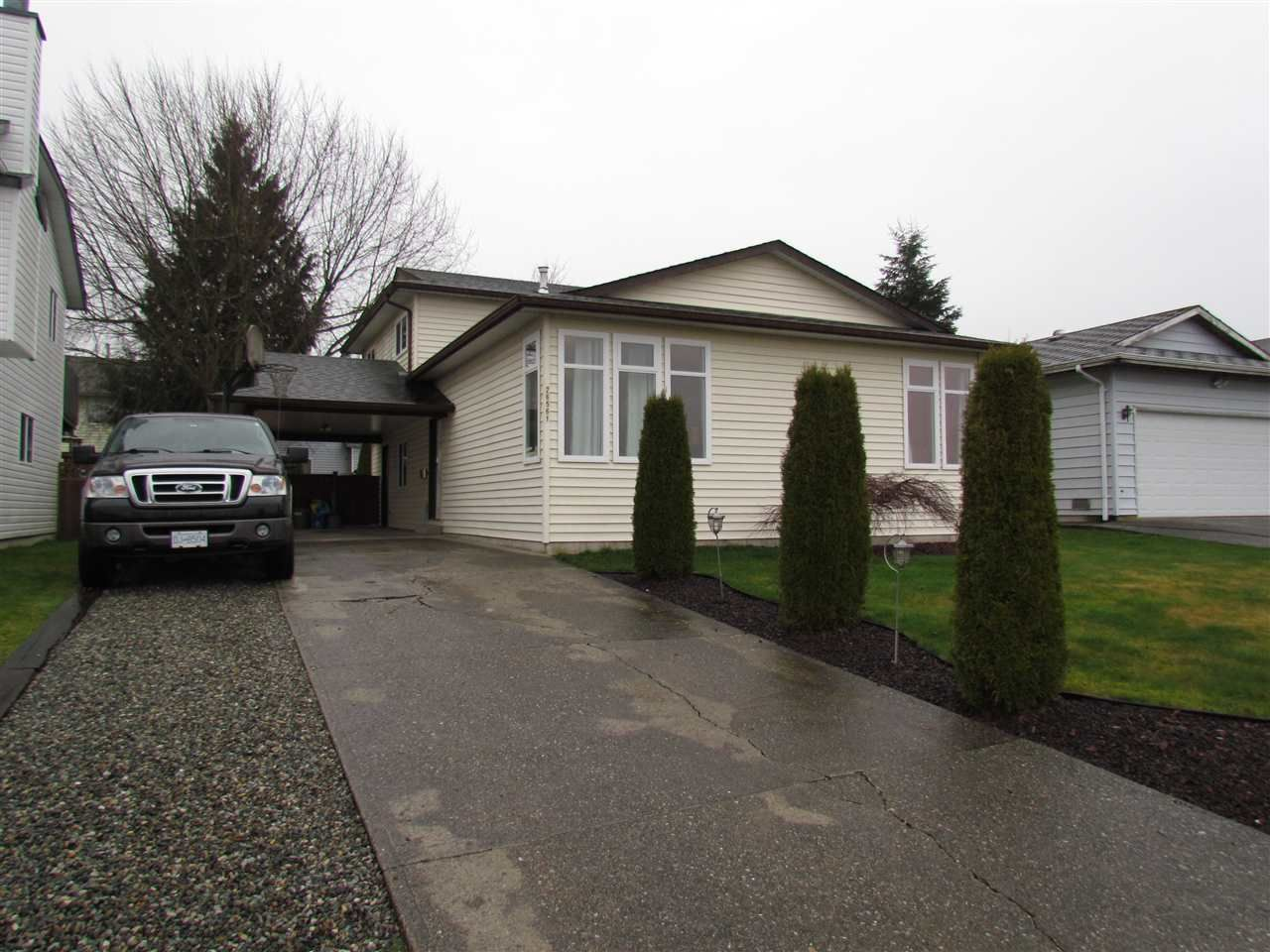 Main Photo: 26561 28TH Avenue in Langley: Aldergrove Langley House for sale : MLS®# R2097454