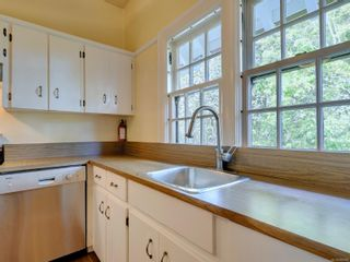 Photo 8: 4 1759 Rockland Ave in : Vi Rockland Condo for sale (Victoria)  : MLS®# 886909