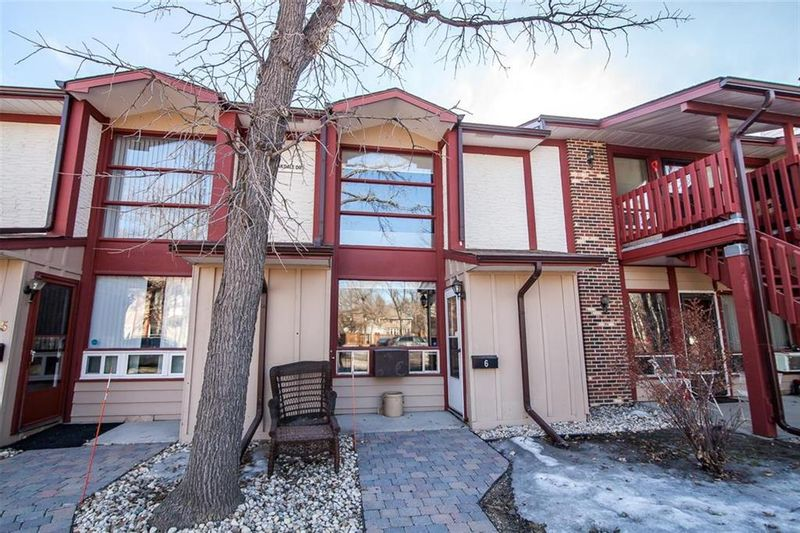 FEATURED LISTING: 6 - 405 Oakdale Drive Winnipeg
