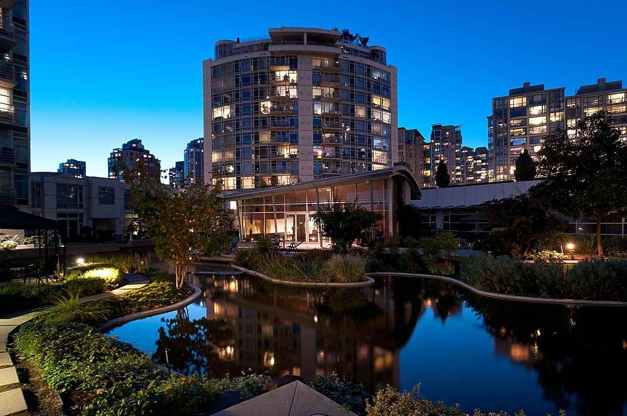 Photo 18: Photos: 302 198 AQUARIUS MEWS in Vancouver: Yaletown Condo for sale (Vancouver West)  : MLS®# R2231023