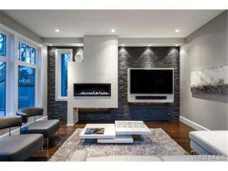 Photo 3: 2162 Neil St in VICTORIA: OB Henderson House for sale (Oak Bay)  : MLS®# 706872