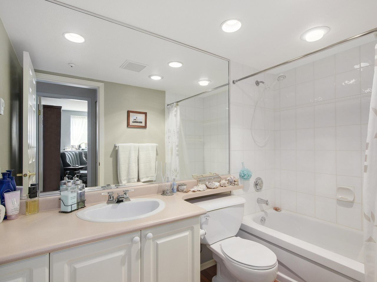 """Photo 10: Photos: 209 1575 BEST Street: White Rock Condo for sale in """"THE EMBASSY"""" (South Surrey White Rock)  : MLS®# R2151526"""
