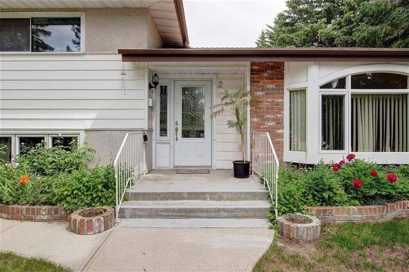 FEATURED LISTING: 2728 LIONEL Crescent Southwest Calgary