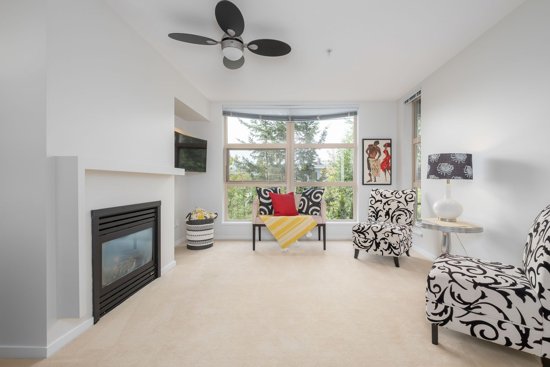 """Photo 3: Photos: 404 9339 UNIVERSITY Crescent in Burnaby: Simon Fraser Univer. Condo for sale in """"HARMONY AT THE HIGHLANDS"""" (Burnaby North)  : MLS®# R2578073"""