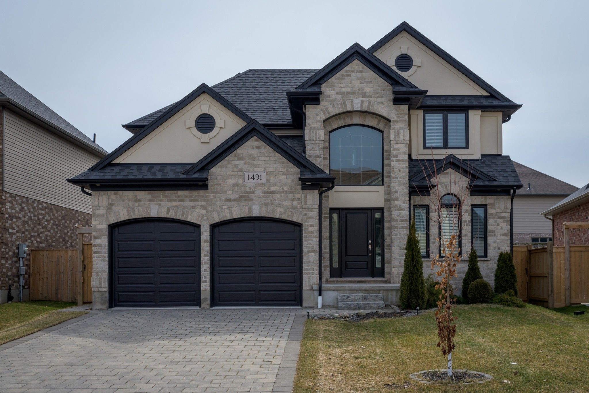Main Photo: 1491 SANDPIPER Drive in London: Property for sale : MLS®# 251607