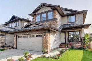 Main Photo: 34 CRESTBROOK Hill SW in Calgary: Crestmont Detached for sale : MLS®# A1070768