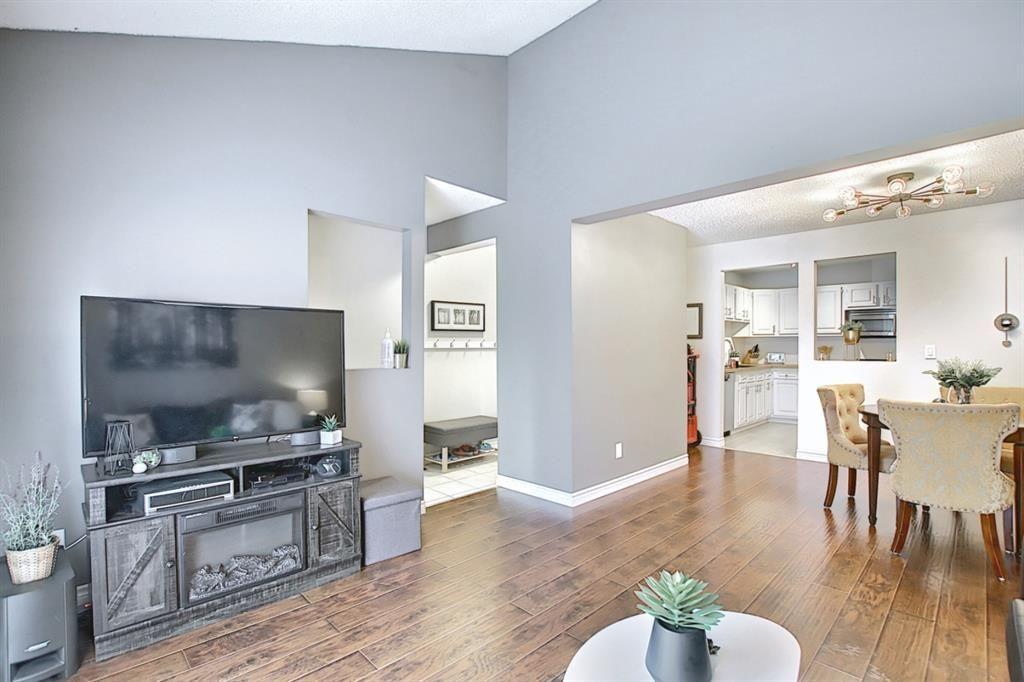 Main Photo: 1701 2520 Palliser Drive SW in Calgary: Oakridge Row/Townhouse for sale : MLS®# A1099510