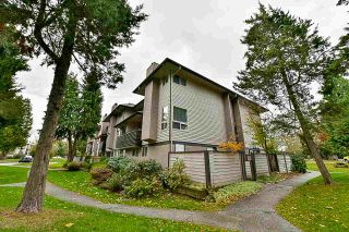 Photo 3: 14858 HOLLY PARK Lane in Surrey: Guildford Townhouse for sale (North Surrey)  : MLS®# R2222542