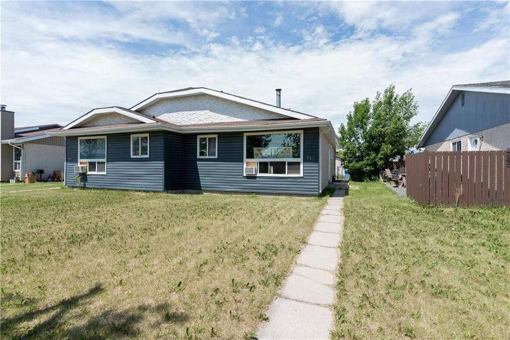Photo 3: Photos: 749 Adsum Drive in Winnipeg: Maples Residential for sale (4H)  : MLS®# 202110731