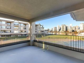 """Photo 9: 219 1869 SPYGLASS Place in Vancouver: False Creek Condo for sale in """"THE REGATTA"""" (Vancouver West)  : MLS®# R2327588"""
