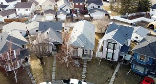 Photo 3: 18 Martinridge Way NE in Calgary: Martindale Detached for sale : MLS®# A1119098
