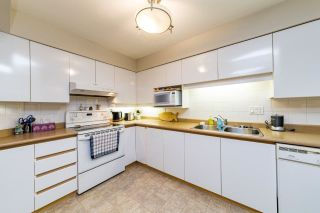 """Photo 11: 304 106 W KINGS Road in North Vancouver: Upper Lonsdale Condo for sale in """"KINGS COURT"""" : MLS®# R2560052"""