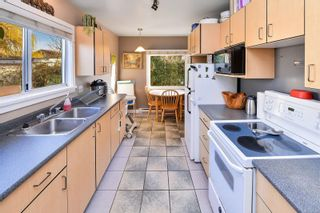 Photo 19: 1729/1731 Bay St in : Vi Jubilee Full Duplex for sale (Victoria)  : MLS®# 870025