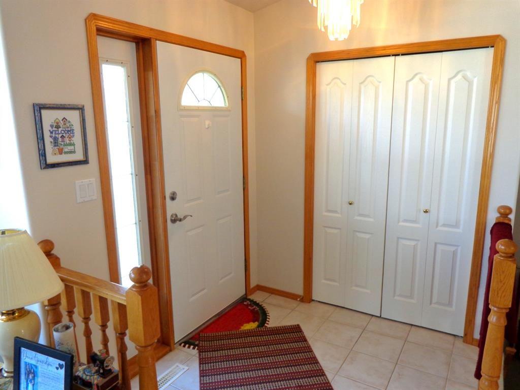 Photo 2: Photos: 77 Dumas Crescent: Red Deer Detached for sale : MLS®# A1135546