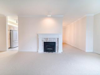 """Photo 10: 305 3766 W 7TH Avenue in Vancouver: Point Grey Condo for sale in """"THE CUMBERLAND"""" (Vancouver West)  : MLS®# R2583728"""
