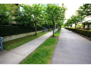 """Photo 9: TH1 1889 ROSSER Avenue in Burnaby: Brentwood Park Townhouse for sale in """"THE BUCHANAN"""" (Burnaby North)  : MLS®# V829881"""