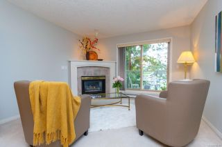 Photo 3: 206 1687 Poplar Ave in Saanich: SE Mt Tolmie Condo for sale (Saanich East)  : MLS®# 840047