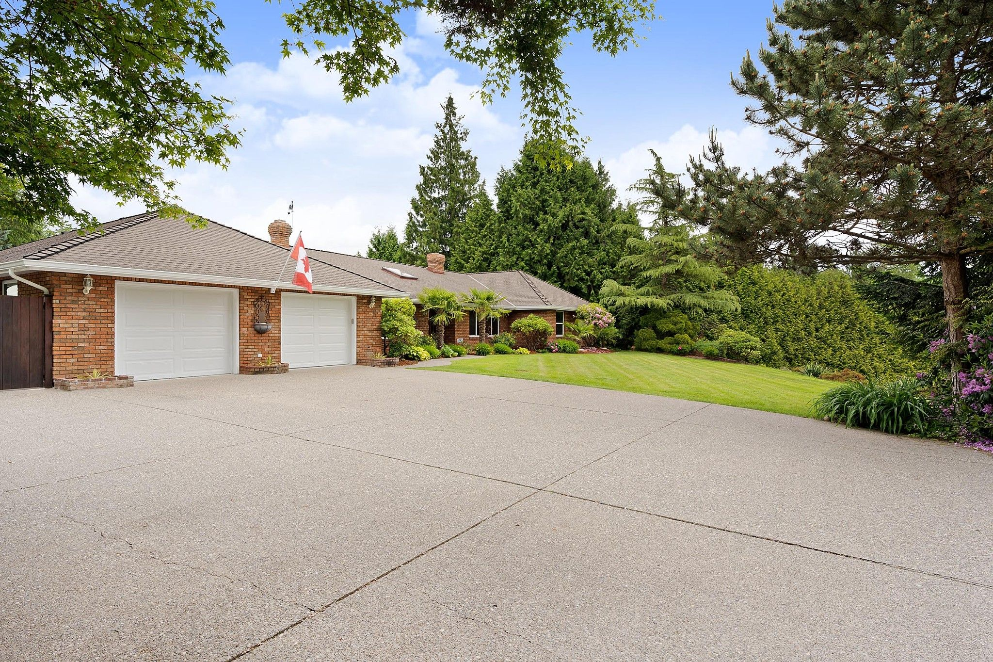 """Main Photo: 21387 40 Avenue in Langley: Brookswood Langley House for sale in """"Brookswood"""" : MLS®# R2458084"""