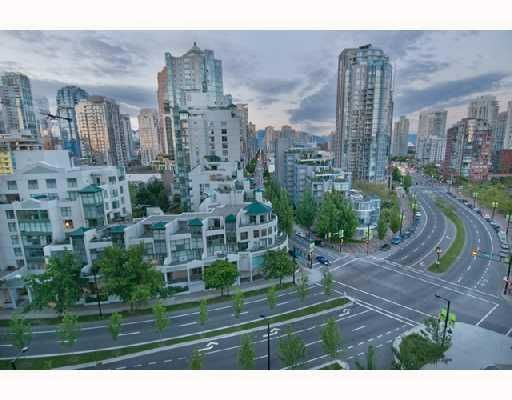 """Photo 3: Photos: 906 1408 STRATHMORE MEWS BB in Vancouver: False Creek North Condo for sale in """"WEST ONE"""" (Vancouver West)  : MLS®# V784813"""