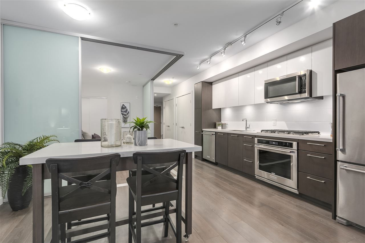 """Photo 7: Photos: 521 384 E 1ST Avenue in Vancouver: Mount Pleasant VE Condo for sale in """"CANVAS"""" (Vancouver East)  : MLS®# R2230543"""