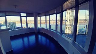 """Photo 5: 2302 898 CARNARVON Street in New Westminster: Downtown NW Condo for sale in """"AZZURE 1"""" : MLS®# R2516929"""