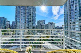 "Photo 2: 1105 189 DAVIE Street in Vancouver: Yaletown Condo for sale in ""AQUARIUS III"" (Vancouver West)  : MLS®# R2455444"