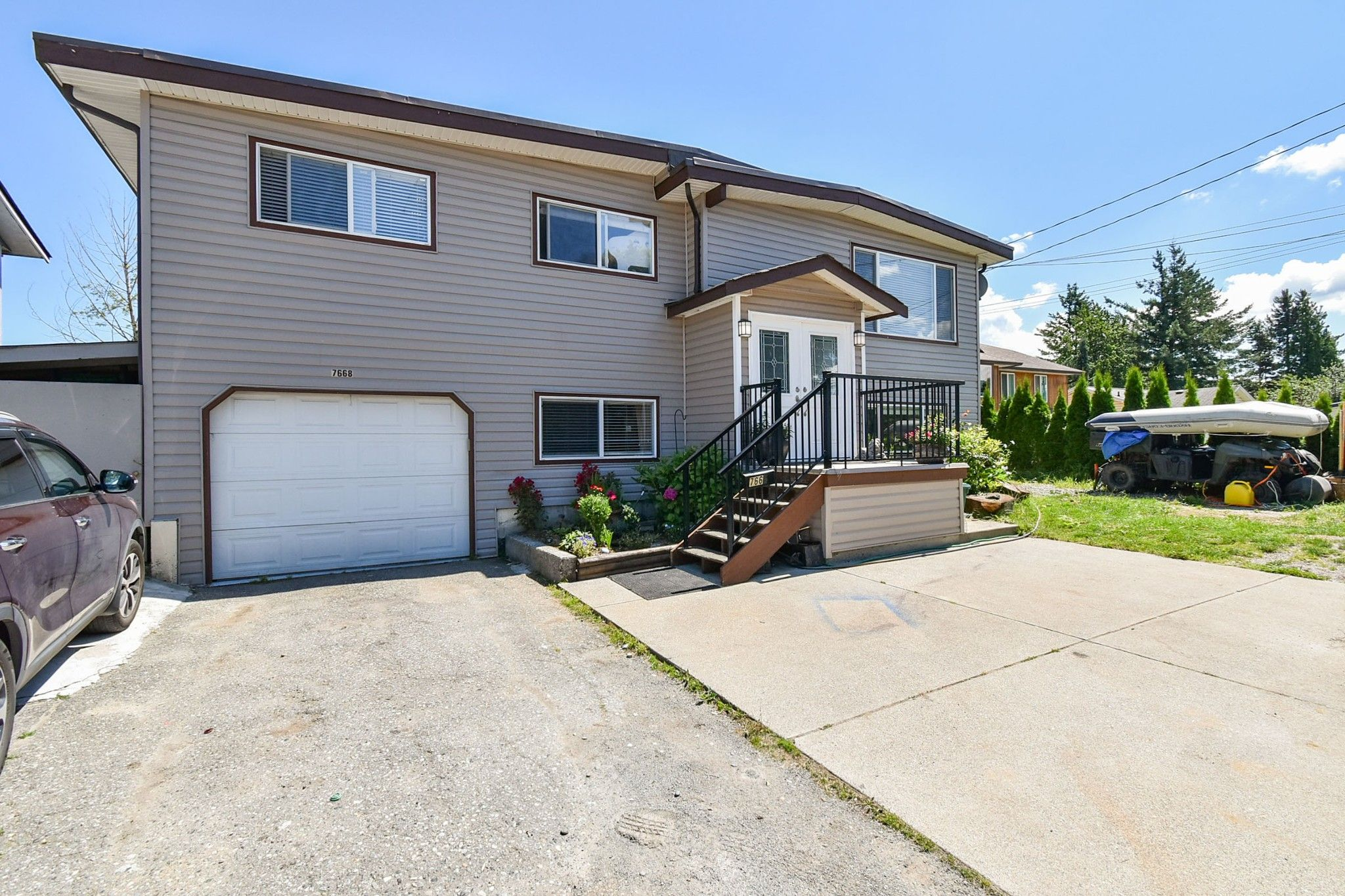 Main Photo: 7668 CEDAR STREET in Mission: Mission BC House for sale : MLS®# R2474915