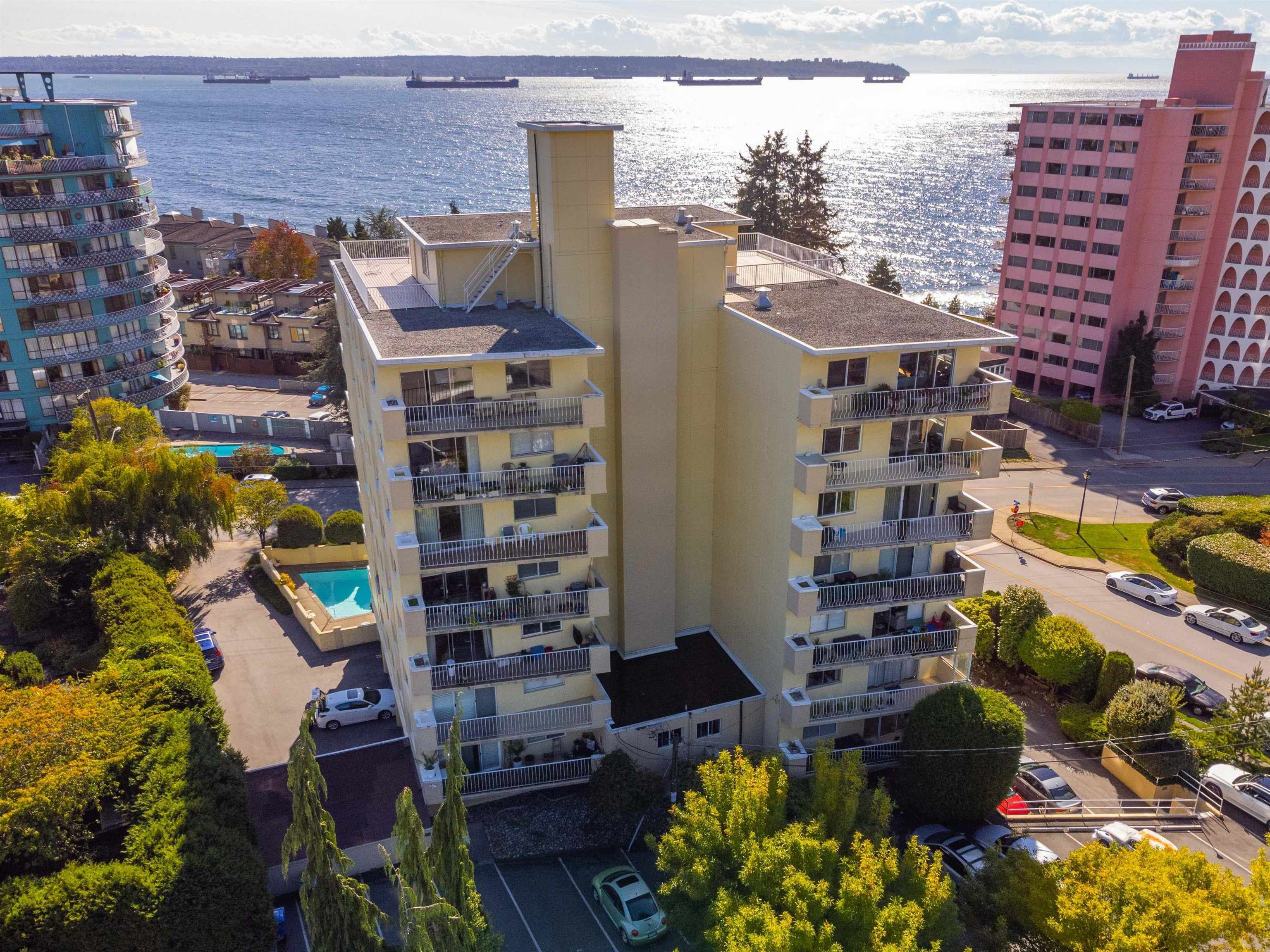 """Main Photo: 601 2187 BELLEVUE Avenue in West Vancouver: Dundarave Condo for sale in """"Surfside Towers"""" : MLS®# R2620121"""