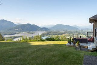 """Photo 19: 8492 HUCKLEBERRY Place in Chilliwack: Chilliwack Mountain House for sale in """"CHILLIWACK MOUNTAIN"""" : MLS®# R2476949"""