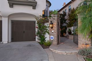 Photo 2: CARMEL VALLEY House for sale : 5 bedrooms : 5574 Valerio Trl in San Diego