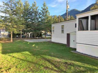 "Photo 3: 42 65367 KAWKAWA LAKE Road in Hope: Hope Kawkawa Lake Manufactured Home for sale in ""CRYSTAL RIVER COURT"" : MLS®# R2402405"