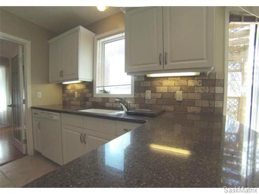 Photo 8: Photos: 606 Forsyth Crescent in Saskatoon: Erindale Single Family Dwelling for sale (Saskatoon Area 01)  : MLS®# 568828