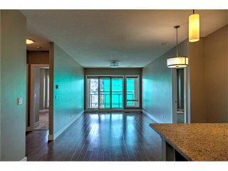 Photo 8: 315 1899 45 Street NW in Calgary: Montgomery Condo for sale : MLS®# C4115653