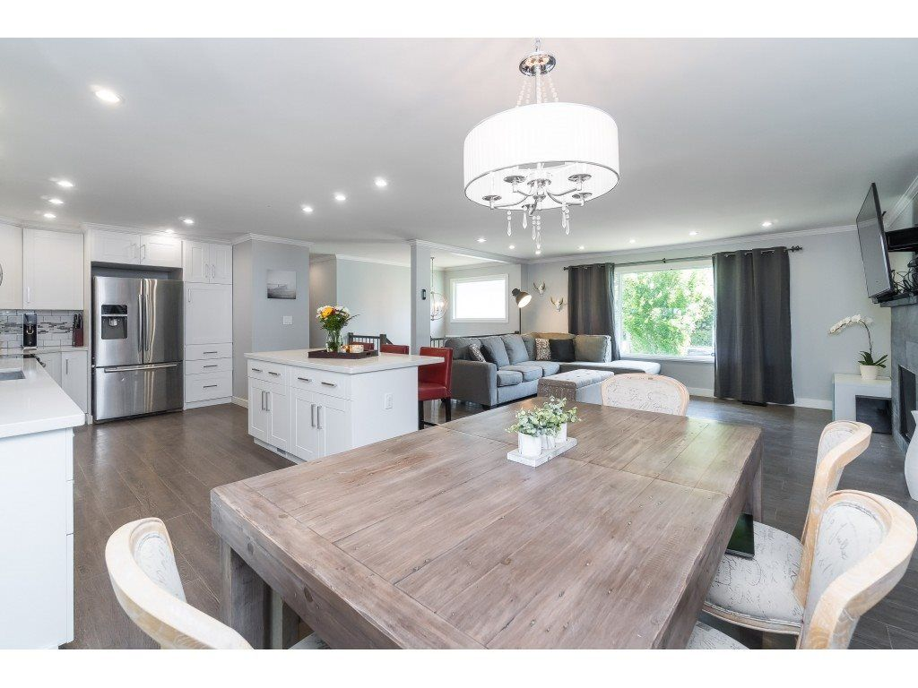 """Photo 6: Photos: 2669 VALEMONT Crescent in Abbotsford: Abbotsford West House for sale in """"West Clearbrook"""" : MLS®# R2460646"""