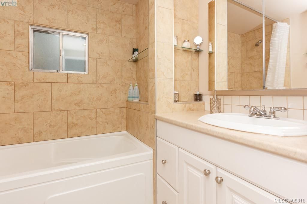 Photo 11: Photos: 2463 Selwyn Rd in VICTORIA: La Thetis Heights House for sale (Langford)  : MLS®# 810897