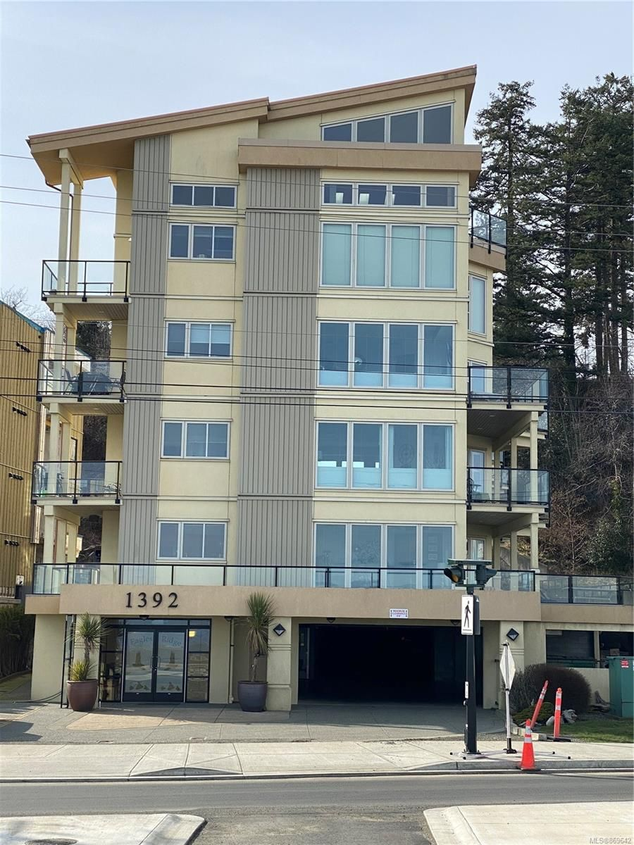 Main Photo: 204 1392 S Island Hwy in : CR Willow Point Condo for sale (Campbell River)  : MLS®# 869642