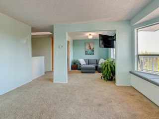 Photo 3: 6668 Rey Rd in Central Saanich: CS Tanner House for sale : MLS®# 886103